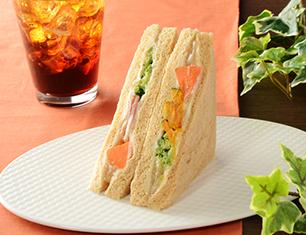 5種の温野菜サラダサンド(バーニャカウダソース仕立て)