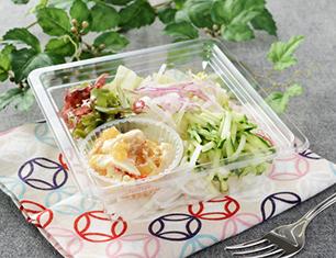 中華くらげ和えと生野菜のサラダ