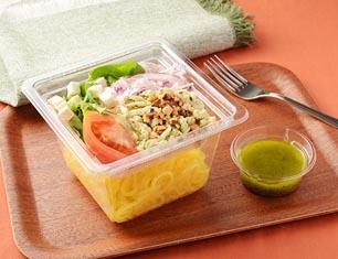バジルチキンとトマトのこんにゃく麺サラダ