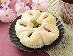桜香るあんぱん(桜あんとうぐいす豆)