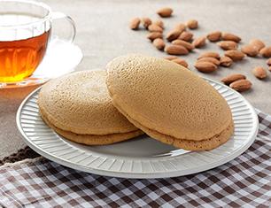 国産小麦のもちっとパンケーキ アーモンドクリーム 2個入