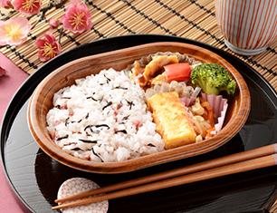 梅ひじきご飯と生姜焼弁当