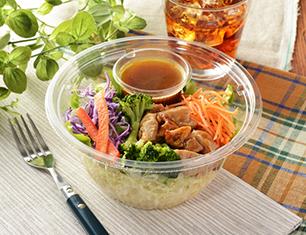 1食分の野菜と照焼チキンのパスタサラダ