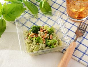 蒸し鶏と緑の野菜のサラダ