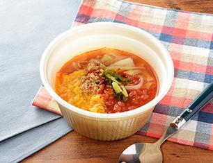 こんにゃく麺の旨辛トマトスープ