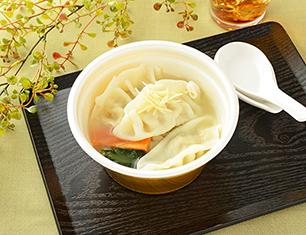 鶏だしと生姜の餃子スープ