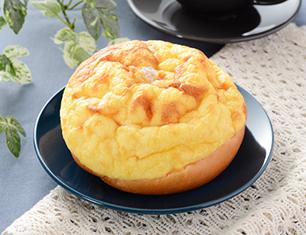 ふんわりとしたシューホイップパン 北海道産牛乳入りホイップ
