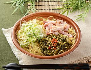 九州産高菜とベーコンのピリ辛和風パスタ