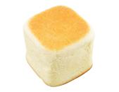 北海道小麦「春よ恋」リンゴの入った四角いクリームパン