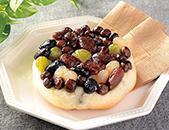 しっとりとした豆のパン 北海道産豆の甘納豆使用